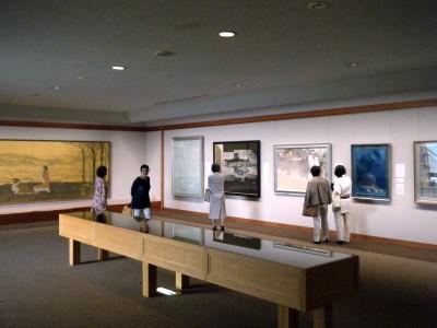 成川美術館 展示室の様子.jpg
